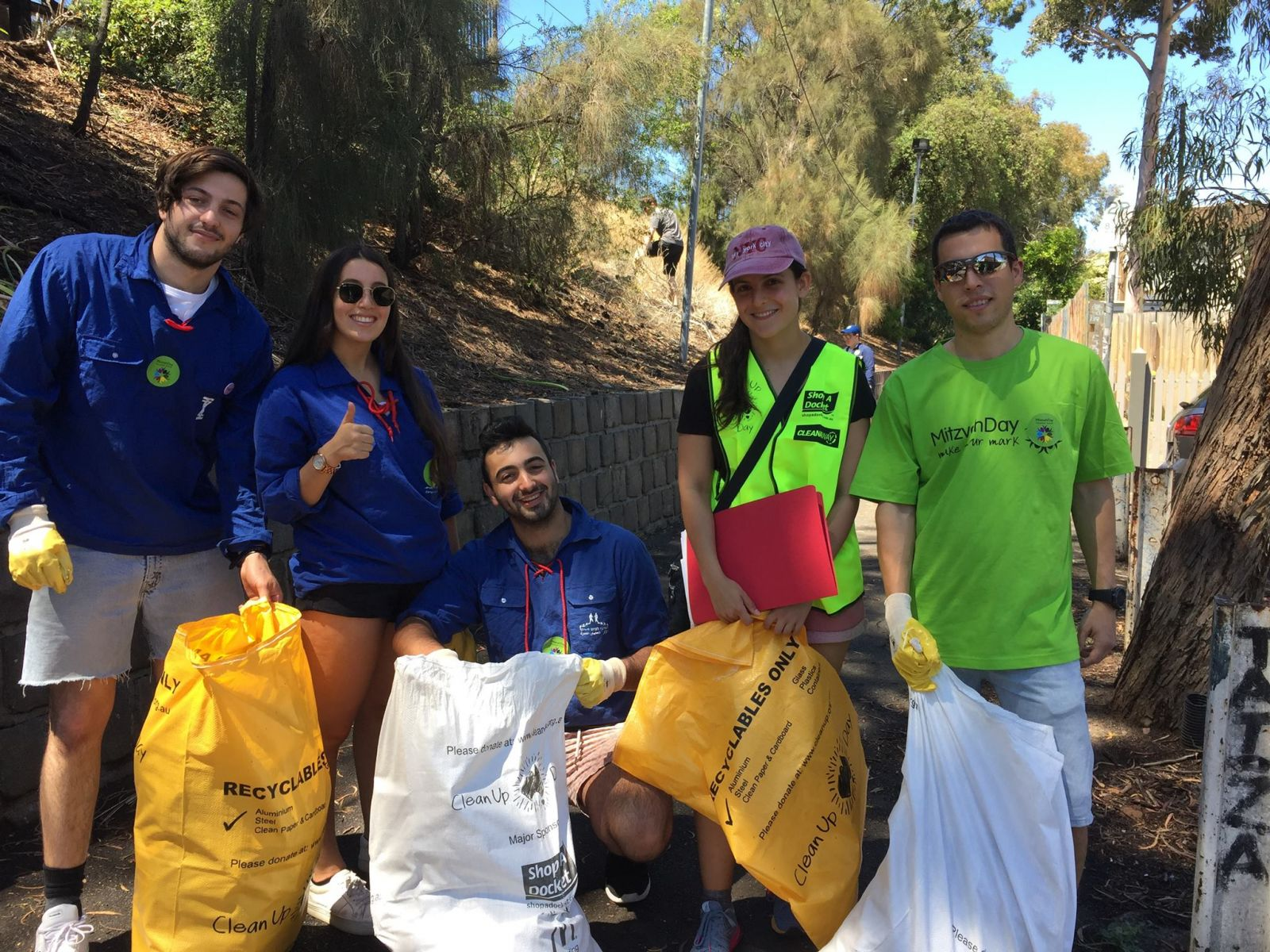 JNF and AZYC collaborated in cleaning up the environment around Balaclava Station.
