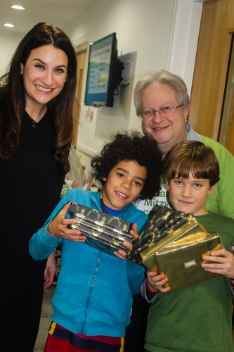 Luciana Berger MP, Rabbi Danny Rich and young volunteers wrap presents for refugees at The Liberal Jewish Synagogue