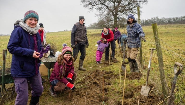 Volunteers brave cold for Tu Bishvat projects