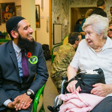 Jewish and Muslim soldiers unite for seniors